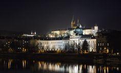 Lübecks Altstadt in den Abendstunden :) by sonjakamin Paris Skyline, New York Skyline, Prague Castle, Romanesque, The St, Kirchen, Cathedral, City Buildings, Urban Design