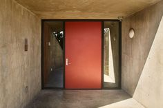 A Daring Concrete Home Rises on, and In, a Los Angeles Cliff - Curbed Concrete Houses, Los Angeles Homes, Houzz, Dares, House Tours, Cliff, Mirror, Building, Glass
