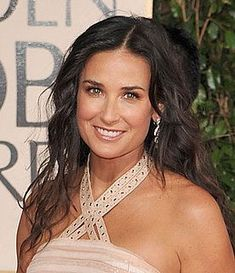 Demi Moore, Famous Left Handed People, Famous People, Red Carpet Makeup, Ladies Day, Older Women, Beautiful Actresses, Looking For Women, Beautiful People