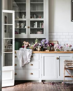 Now more than ever we need rooms and areas in our house that nourish us. Here are some quick tips to creating self care spaces in your own home. Kitchen Magic, Eat In Kitchen, Kitchen Dining, Kitchen Cabinets, Kitchen Ideas, Kitchen Decor, Pearl Lowe, Devol Kitchens, English Kitchens