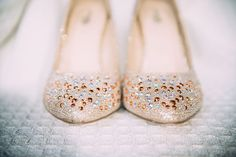 64bafd0bbb4428 Bride s ivory shoes for her outdoor wedding