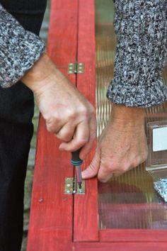 Schaniere für die Türen montieren