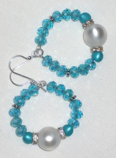 Orecchini cerchio cristalli acqua marina perle di Momentidoro, €35.00