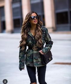 d3f0062d4a37 @miamiamine Gold Gucci Belt, Cool Outfits, Uni Outfits, Fashion Outfits,  Black