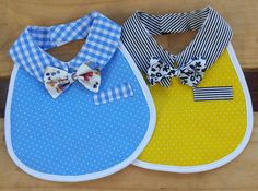 Original bibs for your baby Baby Sewing Projects, Sewing For Kids, Baby Outfits, Baby Booties, Baby Shoes, Burp Rags, Baby Kind, Baby Crafts, Baby Accessories