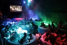 Hot Tub Cinema is a London-based pop-up event in which attendees watch a film from the comfort of an array of hot tubs. During the summer months the event Jacuzzi, The Cooler Movie, Cinemas In London, Weekend In London, London Life, Movie Club, Wet And Wild, London Theatre, Things To Do In London