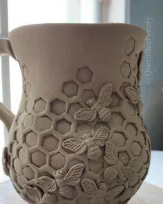 Porcelain ceramic honeycomb bee mug. Porcelain ceramic honeycomb bee mug. ,Kreativ – Beton, Ton, Gips Work in progress on a honeycomb inspired bee mug made out of porcelain clay. Slab Pottery, Pottery Mugs, Ceramic Pottery, Pottery Art, Hand Built Pottery, Thrown Pottery, Ceramic Decor, Ceramic Clay, Porcelain Ceramics