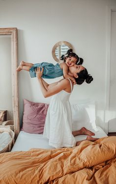 Mom Daughter Photography, Mommy Daughter Pictures, Mother Daughter Matching Outfits, Family Photography, Photography Poses, Cute Family, Baby Family, Family Portraits, Family Photos