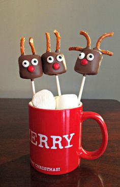 Simple and Fun Reindeer Pops! No bake marshmallow pops are perfect for Christmas and make a great gift. (scheduled via http://www.tailwindapp.com?ref=scheduled_pin&post=239909)