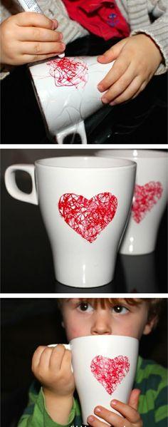 Personnaliser un mug à l'aide de votre enfant