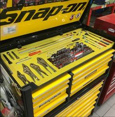Your tool box is probably the single biggest investment you will make during your career. Protect your investment by keeping it clean, neat and well organized. It will definitely pay off in the long run. Garage Tool Storage, Garage Tools, Garage Workshop, Mechanic Tool Box, Truck Tool Box, Mechanic Shop, Garage Atelier, Tool Cart, Steel Fabrication