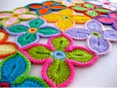 Crochet Hawaiian Flower With Free Pattern   WonderfulDIY.com