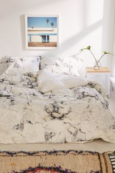 House de couette marbrée Assembly Home - Urban Outfitters