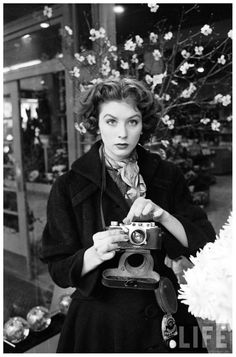 Peter Stackpole Model Suzy Parker, on the Other Side of the Camera 1953 + Leica Look Vintage, Vintage Photos, 50s Vintage, Vintage Photography, Fashion Photography, Gopro Photography, Landscape Photography, Portrait Photography, Wedding Photography