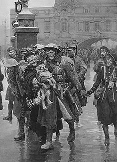 Christmas leave 1916, scene at Victoria station by Matania