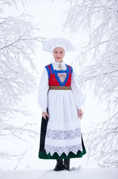 Hello all, Today I will cover the last province of Norway, Hordaland. This is one of the great centers of Norwegian folk costume, hav. We Are The World, People Of The World, Norwegian Clothing, Norwegian Fashion, Costumes Around The World, Hardanger Embroidery, Thinking Day, Folk Costume, Ethnic Fashion