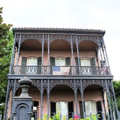 This house was the inspiration for the Haunted Mansion at Disneyland! SPOOKY!! #UncontainedLife #VisitNewOrleans #HauntedMansion #GardenDistrict http://ift.tt/1p6ht7h