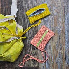 Je Trouve Ma Carte - Julypouce Tri - Diy Crafts - Bricolaje y manualidades Crochet Pencil Case, Crochet Pouch, Crochet Diy, Bead Crochet, Crochet Bikini, Crochet Necklace, Crochet Russe, Russian Crochet, Chunky Yarn