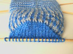 De ronde hiel is klaar Knitting Socks, Knitted Hats, Knit Crochet, Crochet Hats, Boot Cuffs, Knitting Projects, Baby Shoes, Projects To Try, Beanie