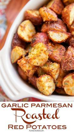 Garlic Parmesan Roasted Red Potatoes - red potatoes tossed in garlic, onion, paprika, Italian seasoning and parmesan cheese - SO delicious! A super quick and easy side dish. Ready for the oven in minu(Red Potato Recipes) Red Potato Recipes, Veggie Recipes, Cooking Recipes, Healthy Recipes, Recipes With Red Potatoes, Cooking Games, Water Recipes, Grilling Recipes, Air Fryer Recipes Potatoes