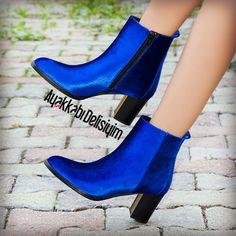 Saks mavisi özellikle kadınların tercihi oluyor. Kadife botlar, ayakkabılar ve daha fazlası için hemen tıklayınız. #velvet #sax #blue #saks #boot