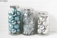 Need turquoise Christmas accents on the cheap? Put ornaments (and tinsel!) in oversized jars. So cute.