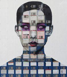 ¡Arte ecológico! Uno de los creadores más influyentes del arte urbano, el británico Nick Gentry sigue creando retratos increíbles con discos floppy y negativos vintage de fotografía como una forma de expresión contra el consumo