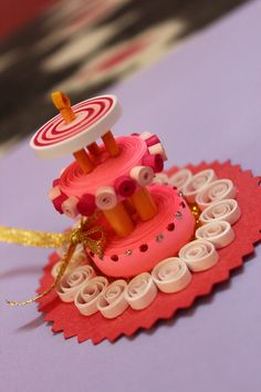 Paper Quilling Cake    http://www.srishtibagaria.com/projects/paper-quilling-cake/