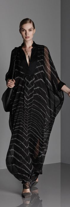 I've been lusting after this caftan from the Halston Heritage Resort collection (Summer) Hijab Fashion, Runway Fashion, Fashion News, Fashion Show, Fashion Dresses, Fashion Design, Fashion 2015, Kaftan Style, Mode Abaya