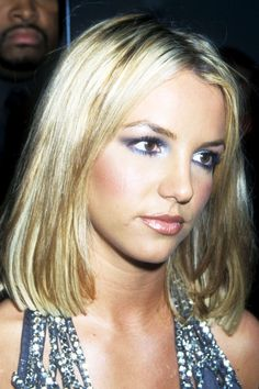 Britney Spears Wore Biggest Beauty Trends Back In The - Britney Spears Photos Hair Makeup Looks - 1990s Makeup, 90s Makeup Look, 00's Makeup, Korean Makeup Look, Beauty Makeup, Makeup Looks, Eyeliner Makeup, Makeup Tips, Britney Spears 2000