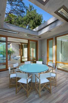 This home has a partially covered outdoor dining area with round dining table. Outdoor Spaces, Outdoor Living, Outdoor Lounge, Beverly Hills Houses, Pinterest Home, Mid-century Modern, Contemporary, Modern Architects, Courtyard House