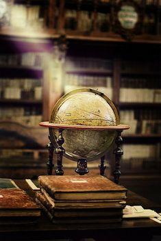 Mans World, Old World, Globes Terrestres, Map Globe, Man Up, English Style, English Manor, Old Books, Indiana Jones