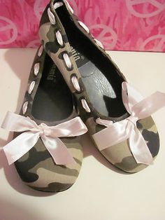 DEMONIA  WOMENS CAMOUFLAGE  BALLET STYLE SHOES  SIZE 6 M  BRAND NEW  CUTE PINK RIBBON   AROUND THE SHOE  VERY COMFY  SUPER CUTE  WONDERFUL ADDITION  TO YOUR WARDROBE