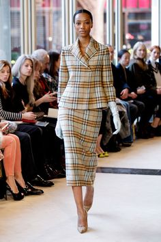 See all the Collection photos from Emilia Wickstead Autumn/Winter 2013 Ready-To-Wear now on British Vogue Office Fashion, Work Fashion, Fashion Show, Fashion Looks, Fashion Outfits, Fashion Fashion, Runway Fashion, Fashion Design, Timeless Fashion