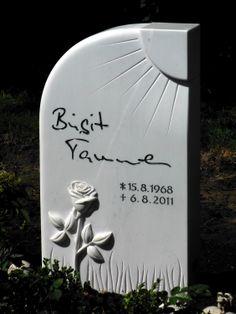 Sie liebte die Sonne, ihre Rosen und Ihren Garten... | #Naturstein #Grabmal #Grabstein Pet Cemetery, Cemetery Statues, Steinmetz, Stone Masonry, Stone Sculpture, Stone Carving, Funeral, Hand Carved, Diy And Crafts