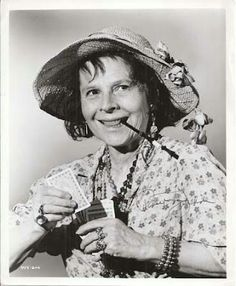 Ruth Gordon in 'Inside Daisy Clover' Ruth Gordon, Shelley Winters, Maggie Smith, Light Camera, Hollywood Actresses, Classic Hollywood, Make Me Smile, Daisy, Stars