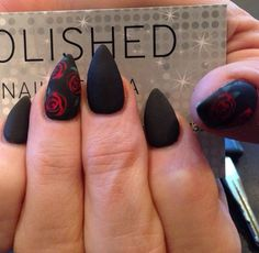 I don't usually like stiletto nails but these are pretty!