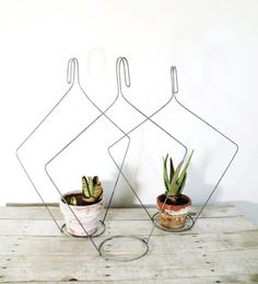 How to Recycle Wood or Old Wire Clothes Hangers | DesignRulz