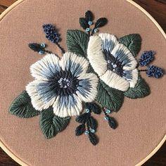 Floral wreath hand embroidered hoop art folk home decor Floral Embroidery Patterns, Embroidery Flowers Pattern, Hand Embroidery Stitches, Hand Embroidery Designs, Diy Embroidery, Vintage Embroidery, Geometric Embroidery, Art Patterns, Japanese Embroidery
