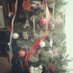 I love having a Theme Tree & Color Scheme. My Paris Tree, Black, Red, Sliver & White. :)