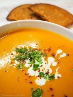 Diese Süßkartoffel-Kokos-Suppe ist wenigen Zutaten, die man eh meistens zu Hause hat, zuzubereiten, schnell und einfach, auch für unter der Woche perfekt!