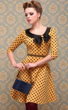 Retro yellow polka dot jersey dress with bow. #peterpancollar #vintagedress