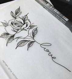 Tattoos are currently observed as an artwork and a type of individual articulation and the floral tattoo is winding up progressively mainstr. Girly Tattoos, Mom Tattoos, Trendy Tattoos, Finger Tattoos, Body Art Tattoos, Small Tattoos, Tattos, Rosen Tattoo Frau, Rosen Tattoos