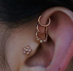 Beautiful front helix piercings and tragus – - Ear Front Helix Piercing, Innenohr Piercing, Triple Forward Helix Piercing, Forward Helix Earrings, Cute Ear Piercings, Triple Conch Piercing, Body Jewelry Piercing, The Bling Ring, Ear Jewelry