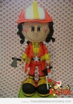 Fofucha bombera con plantilla para descargar gratis | Manualidades con Foamy | Fotos, vídeos, tutoriales e ideas para hacer manualidades con foamy para niños