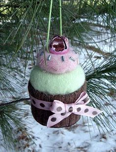 cupcake ornament - I love the jingle bell on top