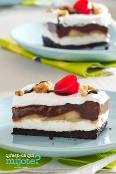 Dessert façon banane royale au chocolat #recette Kraft Foods, Kraft Recipes, Köstliche Desserts, Frozen Desserts, Chocolate Desserts, Dessert Recipes, Icebox Desserts, Icebox Cake, Chocolate Syrup