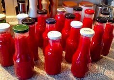 Domácí kečup, který nemá konkurenci | NejRecept.cz Chutneys, Home Canning, Appetisers, Marmalade, Hot Sauce Bottles, Preserves, Pickles, Water Bottle, Food And Drink