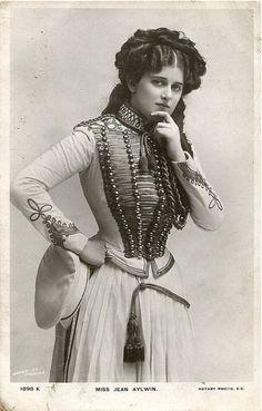 Original English vintage real photo postcard - actress miss Jean Aylwin 1898