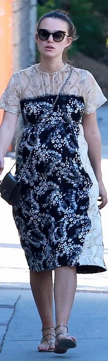 Keira Knightley's blue floral dress, black handbag, and cat sunglasses new York fashion week style id Keira Knightley Style, Keira Christina Knightley, Cat Sunglasses, Chanel Sunglasses, Love Her Style, Celebs, Celebrities, Black Handbags, New York Fashion